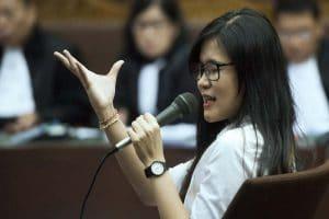 Terdakwa Jessica Kumala Wongso memberi keterangan dalam sidang ke-26 kasus tewasnya Wayan Mirna Salihin di Pengadilan Tipikor, Rabu (28/9). ANTARA FOTO/Rosa Panggabean.