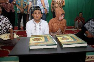 Proese tahanan kasus narkoba yang melangsungkan pernikahan di Polrestabesta, Medan, Jumat (07/10). MTD/Efendi Siregar