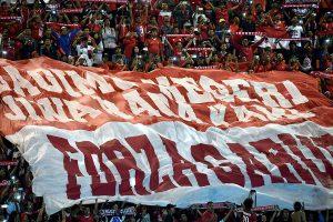 Sejumlah pendukung tim sepak bola Indonesia berteriak memberikan semangat ketika bertanding melawan Vietnam pada semi final putaran pertama AFF Suzuki Cup 2016 di Stadion Pakansari, Kabupaten Bogor, Jawa Barat. ANTARA FOTO/Widodo S. Jusuf