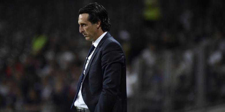 Ekspresi pelatih PSG, Unai Emery, saat laga Ligue 1 kontra Toulouse di Stadion Municipal, pada Jumat (23/9/2016) waktu setempat.(PASCAL PAVANI/AFP)