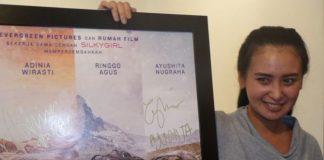 Ayushita saat menghadiri peluncuran teaser trailer dan poster resmi film Satu Hari Nanti di A Qubicle Center, Jalan Senopati, Jakarta Selatan, Rabu (15/11/2017).(KOMPAS.com/TRI SUSANTO SETIAWAN)