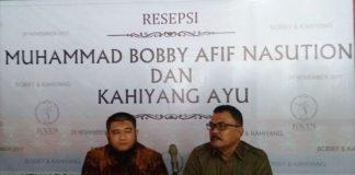 Erwan Nasution bersama Muhammad Ozzy saat memberikan keterangan pers, Sabtu (18/11/2017)(KOMPAS. com / Mei Leandha)