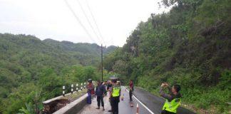 Lokasi longsor di Jalan Menuju Pelabuhan Sadeng, Gunung Kidul. (dokumen BPBD Gunung Kidul)(KOMPAS.com/Markus Yuwono)
