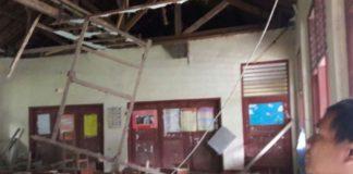 http://regional.kompas.com/read/2017/11/13/19514301/kayu-keropos-plafon-ruang-kelas-sd-di-bogor-ambruk