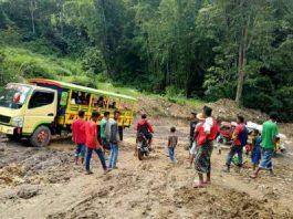 Kondisi jalan provinsi di Nusa Tenggara Timur.(Adi Mbalur)