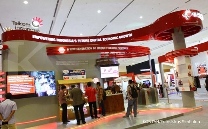 Stan milik PT TELKOM - Telkomsel yang digelar bersamaan World Islamic Economic Forum 2016 di jakarta Convention Center, Jakarta, Selasa (02/08). Forum Ekonomi Islam berlangsung hingga 4 Agustus mendatang. KONTAN/Fransiskus Simbolon/02/08/2016