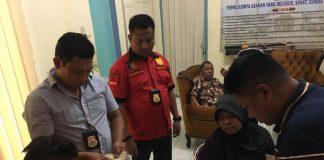 Personel Unit Tipikor Sat Reskrim Polres Asahan, Kamis (9/11/2017) melakukan Operasi Tangkap Tangan (OTT) kepada Kepala Rumah Sakit Umum Daerah (RSUD) Abdul Manan Simatupang, Kisaran, dr Edi Iskandar.