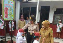 Kegiatan Police Go To School membuat Polsek Sunggal mendatangi Sekolah Dasar (SD) Negeri 060815 yang berada di Kelurahan Sunggal.