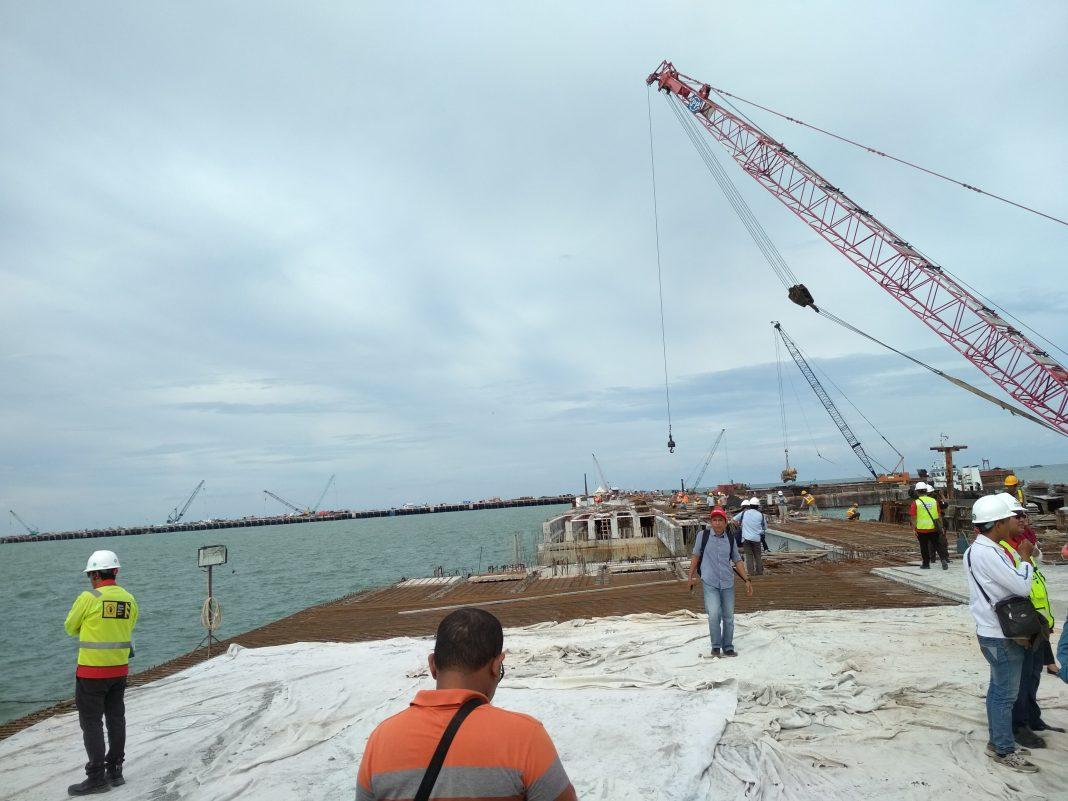 Pengembangan Pelabuhan Kuala Tanjung si Kabupaten Batubara, Sumatea Utara (Sumut) sebagai Pelabuhan Hub Internasional sebagaimana yang diharapkan pemerintah terus dilakukan dan menjadi fokus PT Pelabuhan Indonesia I (Persero) atau Pelindo 1.