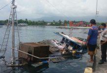 Kapal pengangkut BBM yang meledak di pelabuhan kontainer Tobelo, Kabupaten Halmahera Utara, Sabtu (9/12/2017).(KOMPAS.com/YAMIN ABD HASAN)