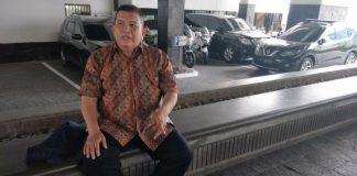 Anwar Perdamaian Harahab (46), pedagang donat perlente di Balai Kota DKI Jakarta, Senin (4/12/2017).(Kompas.com/Sherly Puspita)
