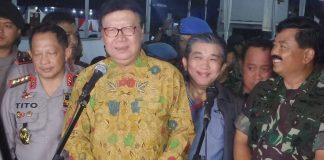 Kapolri Jenderal Pol Tito Karnavian, Menteri Dalam Negeri Tjahjo Kumolo, dan Panglima TNI Marsekal Hadi Tjahjanto usai berkeliling sejumlah gereja di Jakarta, Minggu (24/12/2017) malam.(KOMPAS.com/AMBARANIE NADIA)