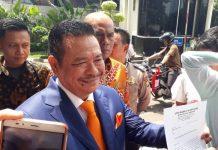Otto Hasibuan pengacara Ketua DPR Setya Novanto mengundurkan diri, Jumat (8/12/2017).(Kompas.com/Robertus Belarminus)