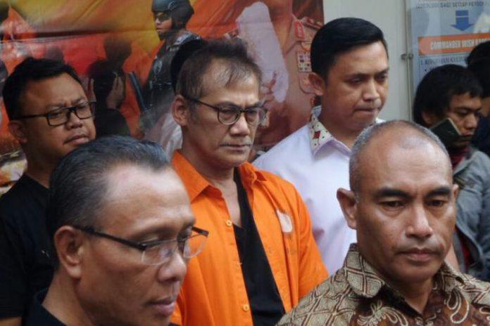 Dit Resnarkoba Polda Metro Jaya memberikan keterangan pers terkait penangkapan artis Tio Pakusadewo atas kasus penyalahgunaan narkoba, di Mapolda Metro Jaya, Jakarta Pusat, Jumat (22/12/2017).(KOMPAS.com/TRI SUSANTO SETIAWAN)