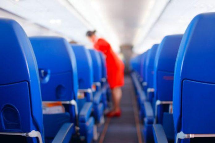Pramugari maskapai penerbangan Malaysia dianggap terlalu seksi.(Think Stock)
