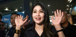 Sandra Dewi ditemui usia mengisi sebuah acara di AEON Mall Cakung, Jakarta Timur, Minggu (3/12/2017) sore.(KOMPAS.com/ANDI MUTTYA KETENG)