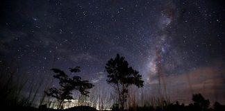 Pasca Supermoon, Hujan Meteor Warnai Langit Dini Hari Nanti Ilustrasi. Hujan meteor Quadrantids akan tampak di langit Indonesia dini hari nanti (AFP PHOTO / Ye Aung Thu)