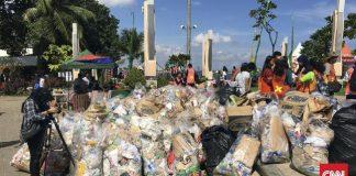 Satu Jam, Pengunjung Ancol Kumpulkan 1 Ton Sampah Jumlah sampah yang dikumpulkan pengunjung pada tahun ini lebih banyak dari 2017. Animo peserta yang mengumpulkan sampah lebih tinggi dari sebelumnya. (CNN Indonesia/Rayhand Purnama)
